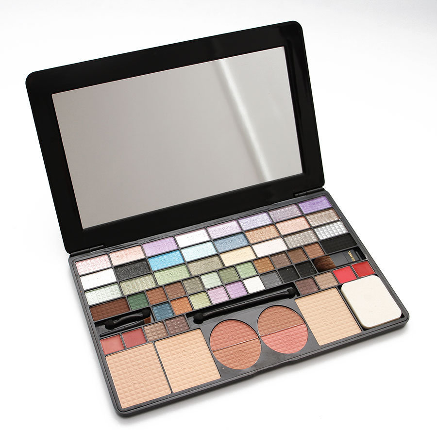 Палетка_Chanel_61_Color_Makeup_Plate